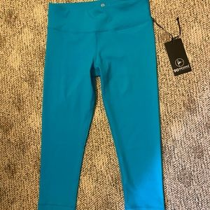 NWT turquoise cropped leggings